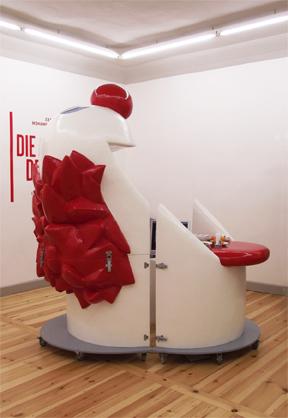 Der Freund und das Gehänge, 2013, Höhe ca. 2,3m, Acrystal lackiert